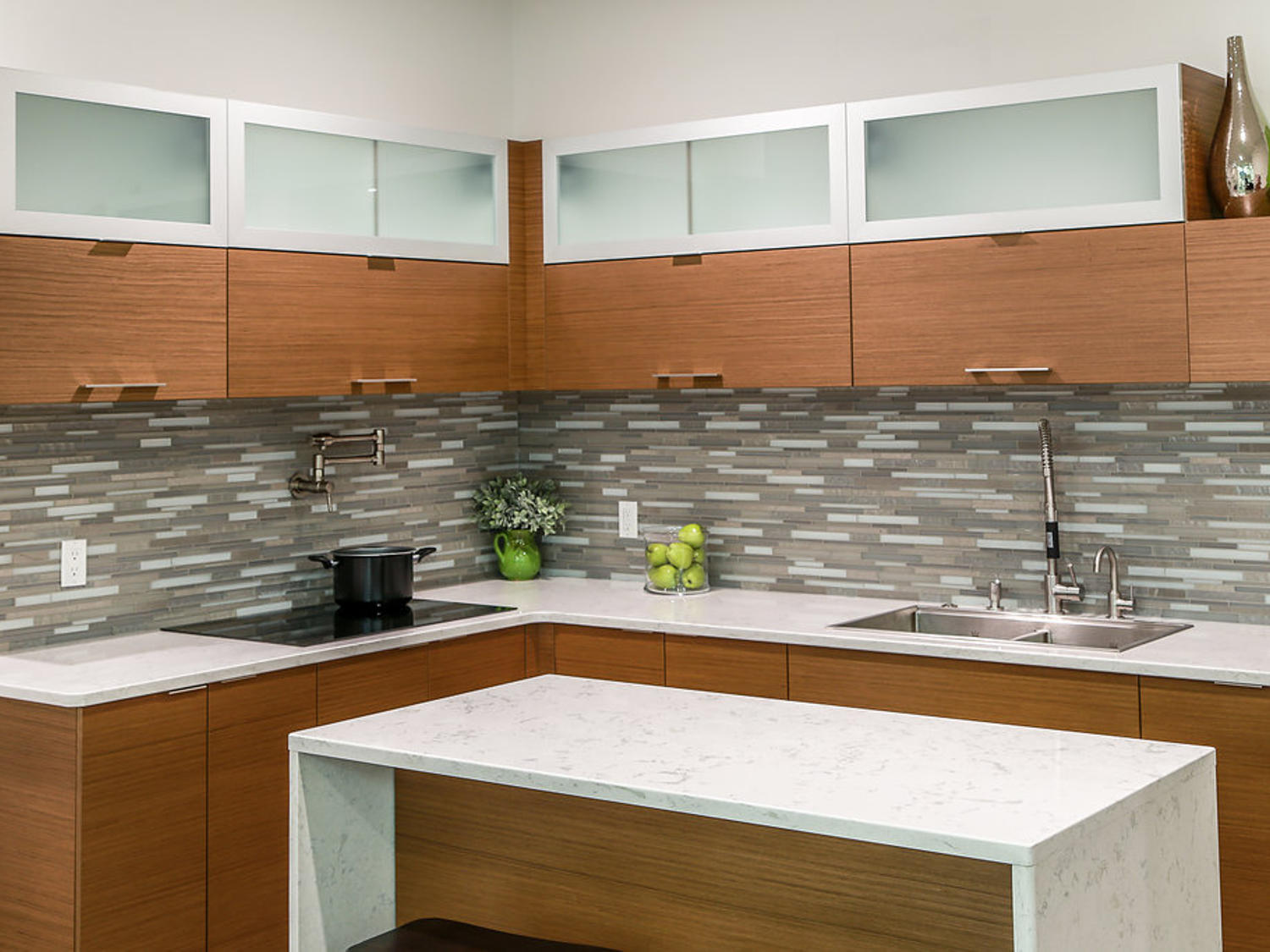 Modern Kitchen Cabinet Display